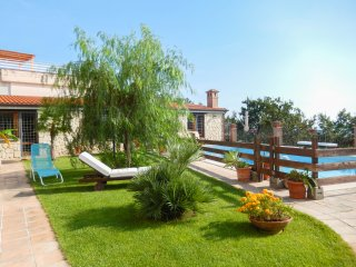 Holiday Apartment Gaeta Gulf Seafront 4+2 sleeps Airco Heating WiFi SHARED Pool, Scauri