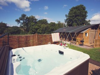 Seven Hills Hideaway; Luxury Glamping - 3 large safari tents with hot tub, Abergavenny