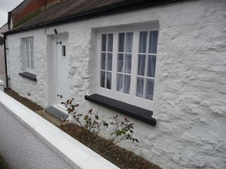 Traditional 2 Bedroom Stone Cottage, set in the old fishing village of Llangwm, Houghton