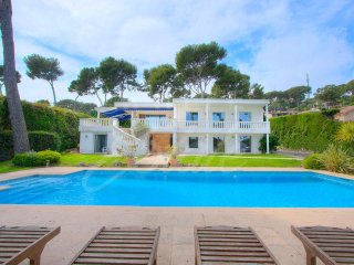 CAP D'ANTIBES  Californian villa 300 sqm - 6 bedrooms - Sea View