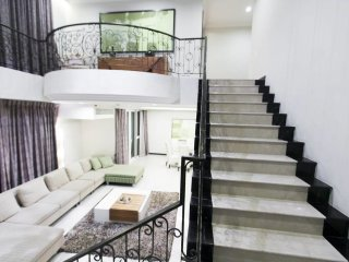 AMAZED DUPLEX / 3 BEDROOM / BIGGEST POOL, Pattaya