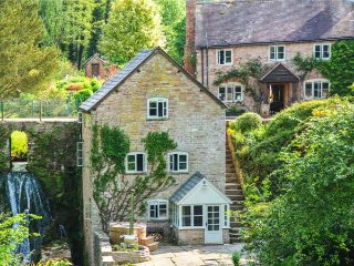 MILL COTTAGE, WiFi, former watermill, luxurious accommodation, wood-fired hot
