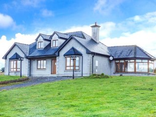 KESHCORRAN VIEW, detached, WiFi, beautiful countryside and views, Gorteen, Ref 951113