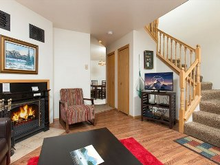 Steps from the Jackson Town Square~10 mins to Grand Teton Park~Sleeps 12!