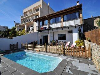 Bonita casa de pueblo con piscina