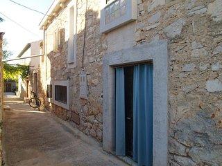 Traditional Holiday House Blue Stone, Preko