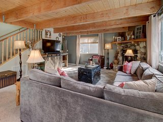 Welcoming dog-friendly home with private hot tub & easy access to the slopes