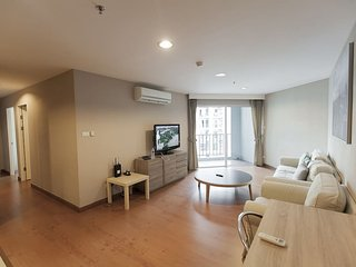 CHARM & BEAUTY 3BR / WIFI /BIGEST POOL, Bangkok
