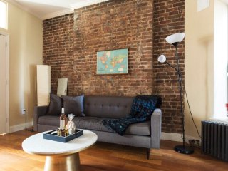 Cozy 2 Bedroom Apartment in the Lower East Side, Nova York