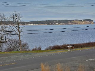 Beautiful hidden Coupeville gem. 2 bed, 1.5 bath. (251)