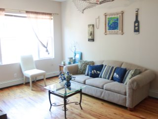 Surf Apartment, 1 block from the Beach!, Rockaway Park