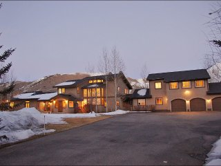 The Palace at Sun Valley - Extra Large Home Ideal for Big Groups and Families