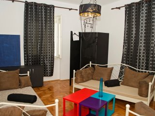 Spacious apartment in center of split with garden, grill and parking, Split