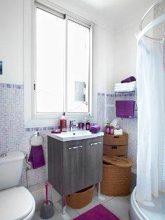 Salle d'eau, douche, lavabo, WC