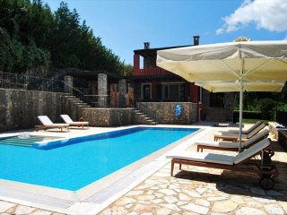 Stylish villa overlooking the sea and Gouvia marine with 6 bedrooms en suite  !