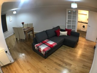Spacious and modern 1 bedroom apartment, central location (city centre/westend)