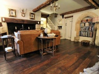 Tudor Cottage Romantic Cottage in Fairford Cotswolds, Once owned King Henry VIII