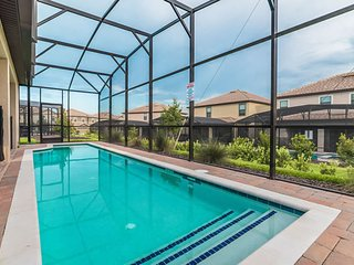6 Bedroom Home POOL Gameroom close to Disney Golf