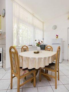 A1 žuti(4): dining room