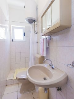 A1 žuti(4): bathroom with toilet