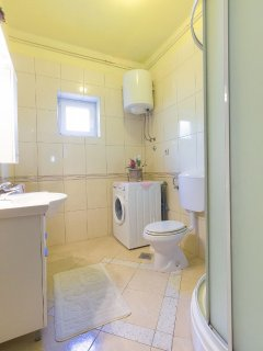 A2 plavi(4+1): bathroom with toilet