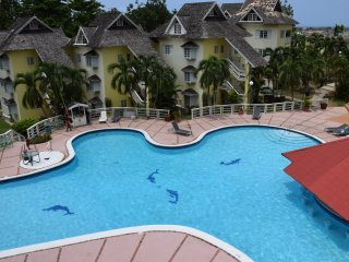 2 Bedroom Pent House apartment, pool, tennis courts, Ocho Rios