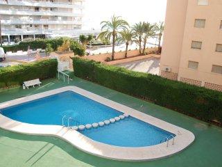 Apartamento en edificio con piscina y acceso directo al paseo maritimo