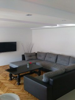 A(4+2): living room