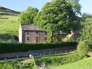 The Farmhouse, Quarnford, Peak District (sleeps 12)