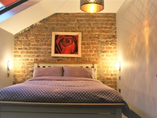 New Listing, Coach House, sleeps 16, Dublín