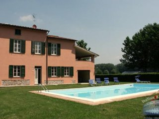 Villa in Tuscany : Lucca & Pisa Villa Florenza