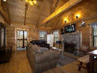 Almost Heaven - Jacuzzi - WiFi - Wood Fireplace - Indoor / Outdoor Pools!, Gatlinburg