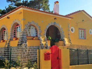 A Barca Charm House - Colares Sintra near the beach ) heated pool on request