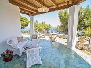 155 Seafront and Seaview Villa in Novaglie, Marina di Novaglie