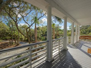 Beautiful, Private home in Folly Beach. Recently renovated