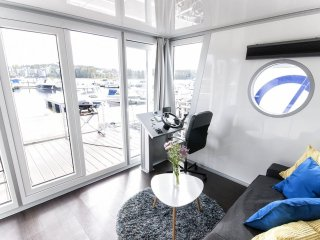 Houseboat Finland:Houseboat Standard 24 m2/ 6 pers