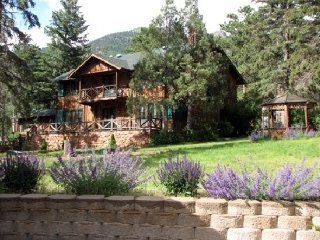 B&B and Cabin Rentals in Colorado at Pikes Peak, Cascade