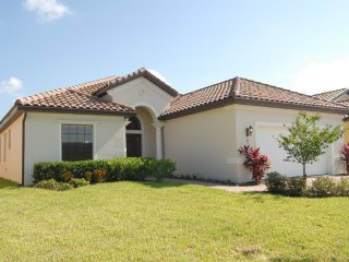 GORGEOUS 4 Bedroom Executive Villa in Orlando, Haines City