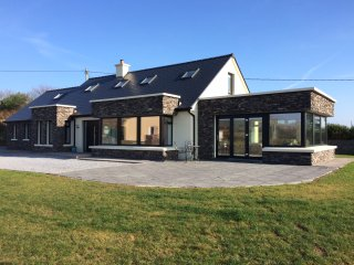 Gaoth na Mara. Luxury seaside home with stunning views of Ventry Bay.