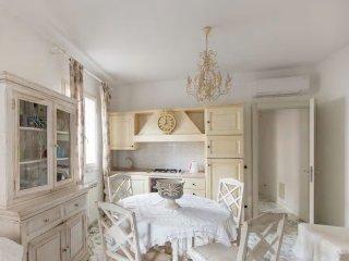 un lussuoso appartamento a pochi metri dal mare