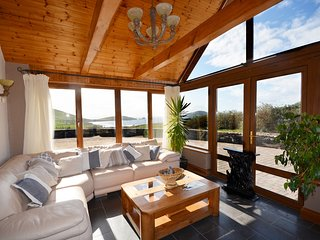 The Atlantic View - Jacuzzi with views!, Dingle