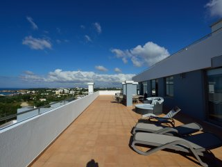 Luxury 9th Floor 4 Bedroom Apartment - Ocean Views, Praia da Rocha