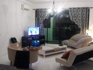 Entire 3 bedroom Condo next to AEON, Near Legoland!
