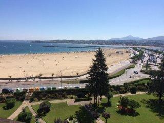 Piso de 5 dormitorios frente al mar con magnificas vistas. Acceso directo playa