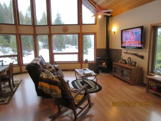 Mountain Cabin on 6 acres, with River view., Sandpoint