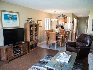 Summerhouse 251, Sleeps 6, Ocean View Condo, 4 Heated Pools, WiFi