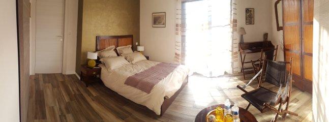 Chambre exotique spacieuse, lumineuse et de plein-peid