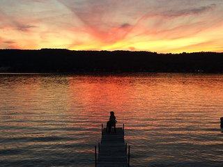 Book NOW for gorgeous sunsets on Keuka Wine Trail! Charming and pet-friendly!