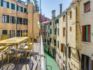 Ai Mori - central elegant apartment with terrace, Venecia