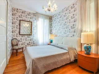 Centrally located apartment with Canal View, Venecia